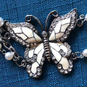 Adorable white butterfly belt.